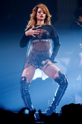 Fab or Flop: Rihanna's Sexy Sheer, Jennifer Lawrence Pants ... | Glam Mag | Scoop.it