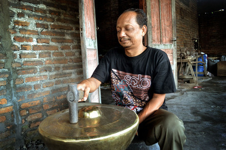 A photo story: Gamelan making in Wirun | The Vacation & Trip Destination Ideas Round-up | Scoop.it