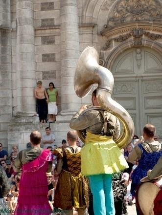 Chalon dans la rue : Au soleil de la Fanfare   CHALON DANS LA RUE 2013   Scoop.it