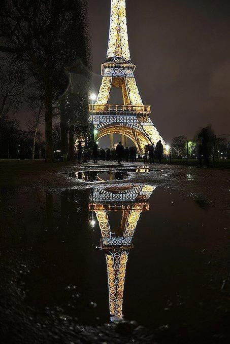 Twitter / PicturesEarth: Eiffel Tower Reflection, France. ...   binNotes France - Wine & Culture   Scoop.it