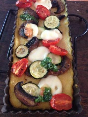 Recette - Tarte de polenta aux légumes grillés et basilic - Proposée par 750 grammes | recettes | Scoop.it