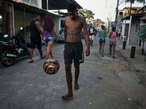 Fisheye   Le foot photographié par les enfants des favelas   Photographies numériques   Scoop.it