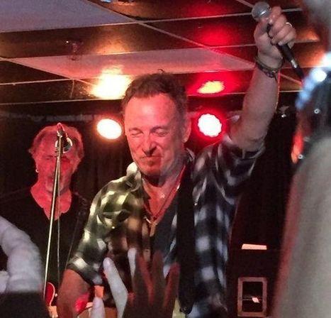 Bruce Springsteen plays hot set with Joe Grushecky Saturday at Wonder Bar in Asbury Park - Stan Goldstein | Bruce Springsteen | Scoop.it