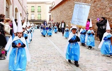 Solemne procesión de capuchones en miniatura - Diario de Ávila | Aprendiendo con las TIC TAC | Scoop.it