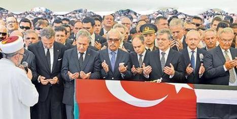 Thousands say last goodbye to Süleyman Seba - Today's Zaman | Emotional Photograph | Scoop.it