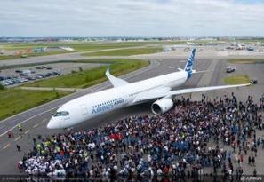 Les premières photos de l'A350 XWB dévoilées à Toulouse [Diaporama]   Aéronautique Défense   Scoop.it