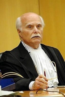 News from Italy || Eternit: perplessità in aula il giudice tiene lezione di filosofia | Asbestos and Mesothelioma World News | Scoop.it