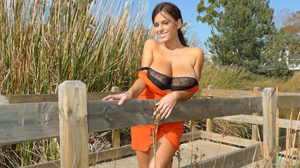 Babelicious Wendy Fiore in an Orange Dress | Movie hotties | Scoop.it