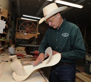Re-tooling: Saddle makers hang on as their craft shifts from profession to hobby : Business | Horse And Rider World | Scoop.it