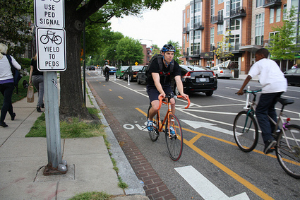 Bike lanes 2.0: now or soon in a city near you | Kaid Benfield's Blog | Switchboard, from NRDC | Urban mobility... | Scoop.it