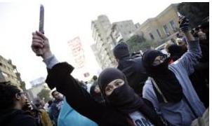 Les femmes invitées à se défendre elles-mêmes si elles font l'objet de harcèlement au cours des manifestations du 30 juin | Égypt-actus | Scoop.it
