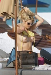 Shayna Taylor And Kristen Nicole Double Topless Bikini Candid Photos In Miami | No Limit - Kitz Network | Scoop.it
