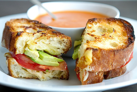 Grilled Cheese with Green Garlic Butter, Tomatoes and Avocado | À Catanada na Cozinha Magazine | Scoop.it
