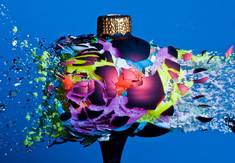 Exploding Christmas Ornaments Filled with Various Things | Fotografia news | Scoop.it