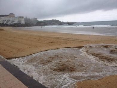 La Lyonnaise des eaux déverse les eaux usées de Biarritz dans l'océan | Immobilier | Scoop.it