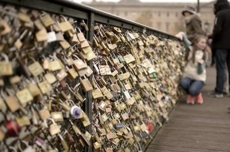 Debate Over 'Love Locks' On Paris Bridges | Vloasis vlogging | Scoop.it
