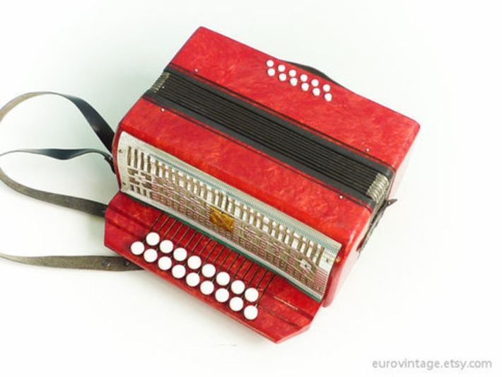 Vintage Small Accordion | Antiques & Vintage Collectibles | Scoop.it
