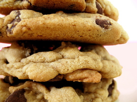 #RECIPE - BEST-EVER Chewy Chocolate Chip Cookies | The Man With The Golden Tongs Hands Are In The Oven | Scoop.it
