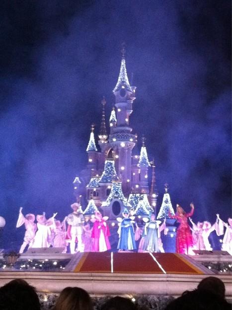 Première du Vœu de Noël de la Princesse Aurore, tous les soirs de la saison de Noël sur Central Plaza. http://yfrog.com/nxjktdj   Disneyland Paris   Scoop.it