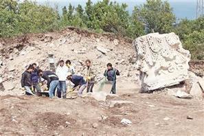ARCHAEOLOGY - World's biggest column head found in Balıkesir | Archaeology News | Scoop.it
