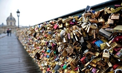 New mayor of Paris plans to pick the city's love locks | French Extension | Scoop.it