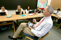 Free student, faculty iPads are a hit at Lake Forest Academy - Lake Forester | The iPad Classroom | Scoop.it