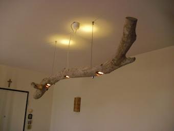 Il mare ti regala un tronco? Fatti un lampadari...