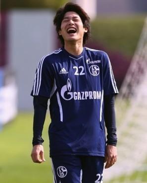 シャルケが25歳を迎えたDF内田篤人を日本語で祝福 | Shoritest | Scoop.it