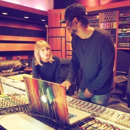 New Survey Shows Music Industry Executives Love Taylor Swift And Despise Rap | GetAtMe | Scoop.it