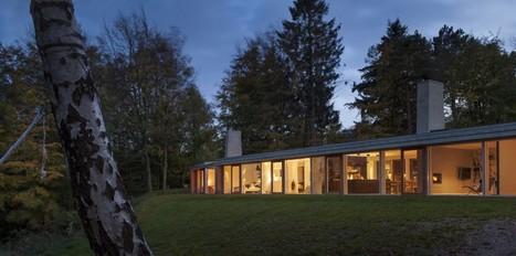 maison contemporaine en bois tout en longueur p. Black Bedroom Furniture Sets. Home Design Ideas