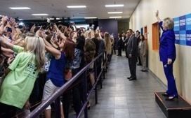 Crowd turns its back on Hillary Clinton as photo captures the age of the selfie  | Go Social Media | Scoop.it