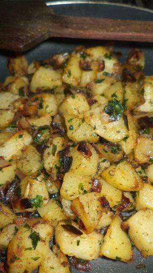 Pink-Lemon-Tree: Potato poriyal with moringa leaves | Moringa Recipes and Cooking | Scoop.it