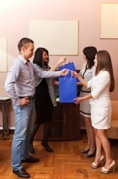 4 Tips for Organizing an Office Holiday Gift Exchange   B-Gina™ TechNews Report   Scoop.it