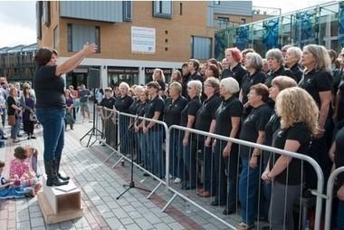 Video: Flashmob sings Bohemian Rhapsody to shoppers in Princesshay in Exeter | Flashmob | Scoop.it