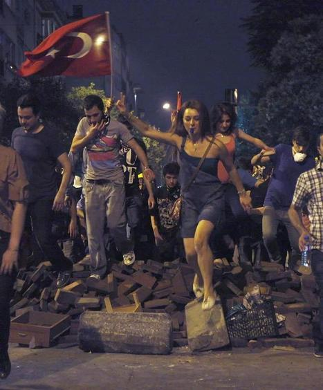 Turkey Protest Photo Shows Epic Resemblance To Delacroix Painting (PHOTO) | What's new in Visual Communication? | Scoop.it