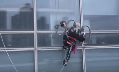 Elle grimpe un immeuble avec un aspirateur LG | La technologie au collège | Scoop.it