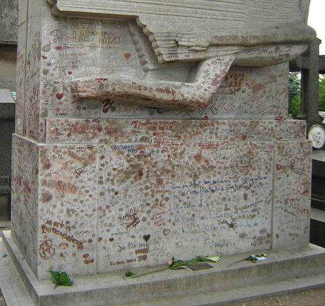 "TYWKIWDBI (""Tai-Wiki-Widbee""): Lipstick on Oscar Wilde's tomb | Gay British and American Writers | Scoop.it"