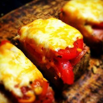 "À Catanada na Cozinha: ""Bruschetta"" de fiambre, tomate e queijo | Foodies | Scoop.it"