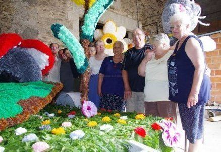 Montemboeuf: des chars et des fleurs par milliers - Charente Libre | L'actualité sur le métier de fleuriste | Scoop.it