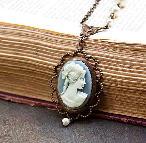 Blue Vintage Cameo Necklace / SRAJD | Vintage Whatever | Scoop.it