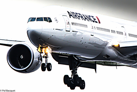 Photo: An Air France Boeing 777-300 landing in Paris | Space And Beyond 2012 | Scoop.it