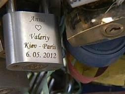 Locks of love ruining Paris' romantic bridges? - Today.com (blog) | Paris France News | Scoop.it