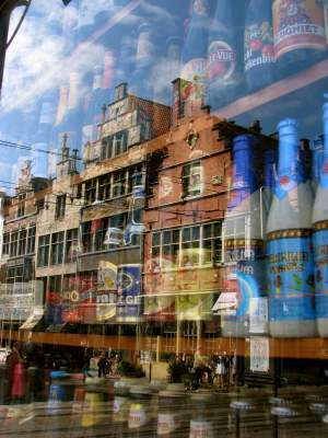 Photo du Jour #61: Ghent Streetscape Reflected in Beer Store ... | iPhoneography and storytelling | Scoop.it
