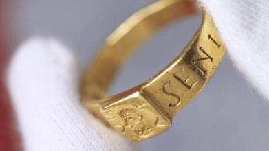 Londres : une exposition présente l'anneau qui aurait inspiré Tolkien | BiblioLivre | Scoop.it