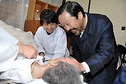 [Eng] Un médecin de l'hôpital de la ville touchée par le tsunami réalise ses soins à domicile |The Mainichi Daily News | Japon : séisme, tsunami & conséquences | Scoop.it