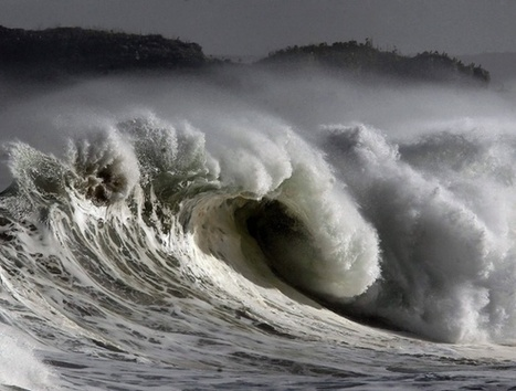 Huge waves roll in from the Atlantic - in pictures | Turkey Evisa | Scoop.it