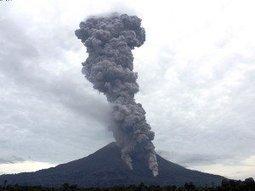 More than 5000 flee erupting Indonesian volcano - Inquirer.net   Geology   Scoop.it