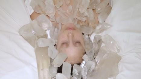 IL Y A 2 ANS ... L'artiste Marina Abramovic déshabille Lady Gaga et récolte plus de fonds pour son musée   Clic France   Scoop.it