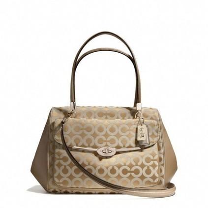4 loại túi xách phụ nữ cần có: Công Sở, Tiệc Tùng, Dạo Phố, Du Lịch | TUICOACHVN | Scoop.it