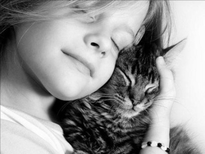 Girl hugs cute little cat.   The Blog's Revue by OlivierSC   Scoop.it